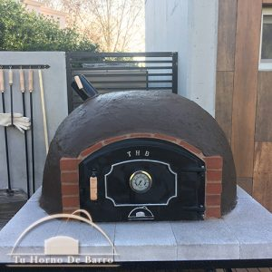 horno-de-barro-base-puerta-fundicion-000